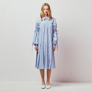 아이아이 스트라이프 레이스 업 벌룬 슬리브 미디 드레스 블루